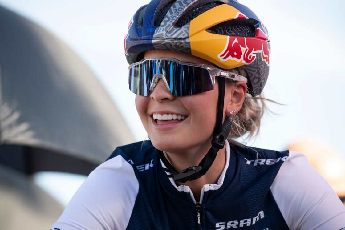 Emily Batty women cyclist