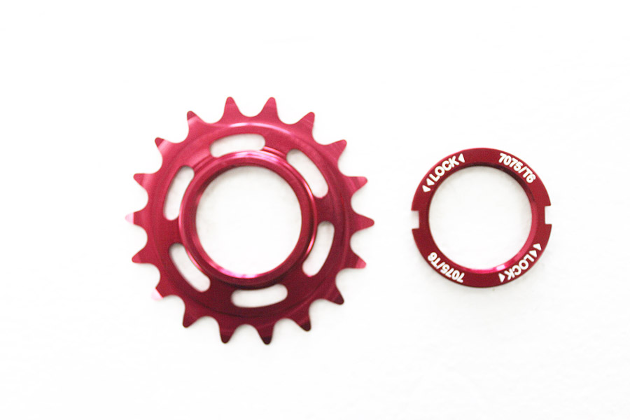 Fixed Tandwiel 18t met lockring - Rood